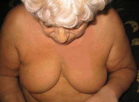 Lust auf Sex mit Oma? Diese geile mollige Oma ist scharf und heiss auf Sex - gerne bringt sie auch jüngeren Männern im Bett noch etwas bei!!! Wenn du auf alt und erfahren stehst, dann schreib die OmiXXL aus Steyr einfach mal an