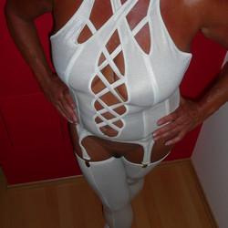Diese scharfe Oma aus St. Pölten in Niederösterreich ist heiss und geil!! Dicke Titten, mollig und scharf. Sie zeigt sich gerne und hat auch gerne Sex mit Boys und Männern aus ihrer Umgebung. Lust auf hemmungslosen Sex mit Oma? Dann schreib ihr einfach mal