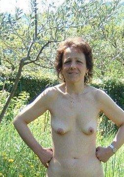 Oma Reingard ist eine devote Lady aus Wieselburg in Niederösterreich. Sie sucht keinen 0815 Sex, sondern dominante Männer für bizarre erotische Treffen und Abenteuer. Lust auf bizarren Sex mit Oma Reingard? Dann melde dich schnell bei ihr